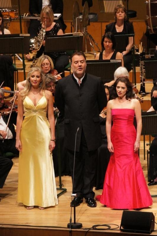 Gwawr in concert with Bryn Terfel and Caryl Hughes