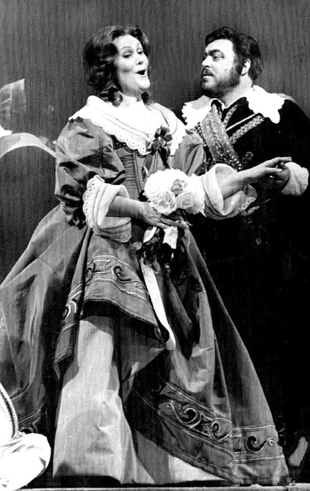Luciano Pavarotti and Joan Sutherland in I Puritani at the Metropolitan Opera in 1976.