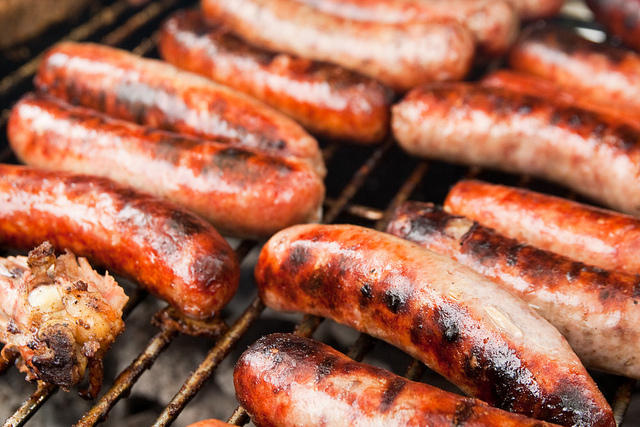 According to the World Health Organization, sausages are among the meats that cause cancer.