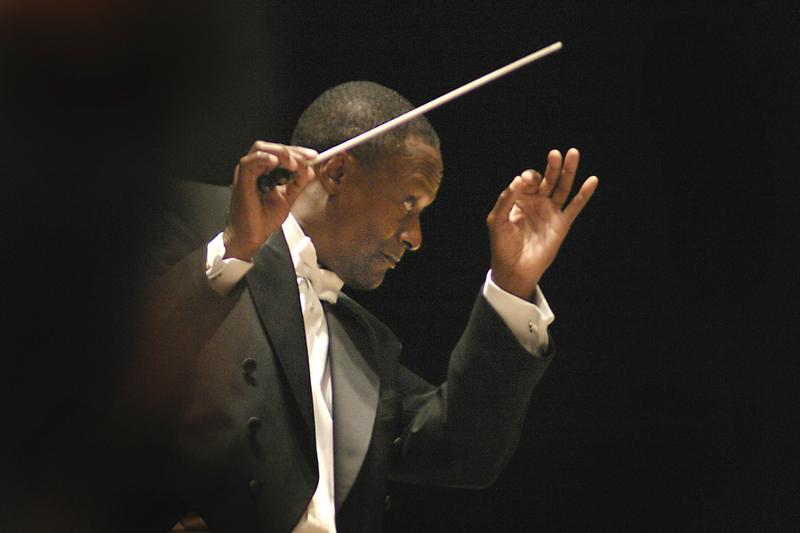 Thomas Wilkins guest conducting the New Mexico Philharmonic.