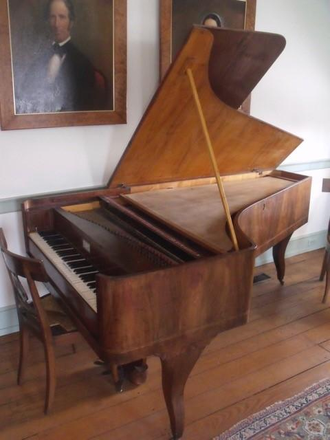 color photograph of Worthington's Tröndlin fortepiano