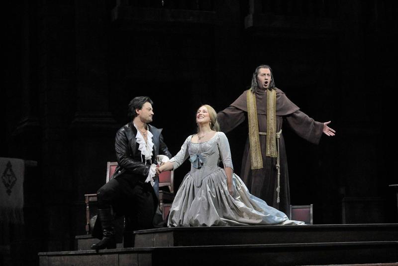 Vittorio Grigolo as Roméo, Diana Damrau as Juliette and Mikhail Petrenko as Frère Laurent in Gounod's Roméo et Juliette