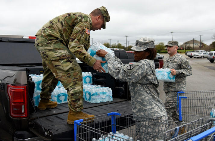 Texas National Guard members distributing water in Flint, Michigan.
