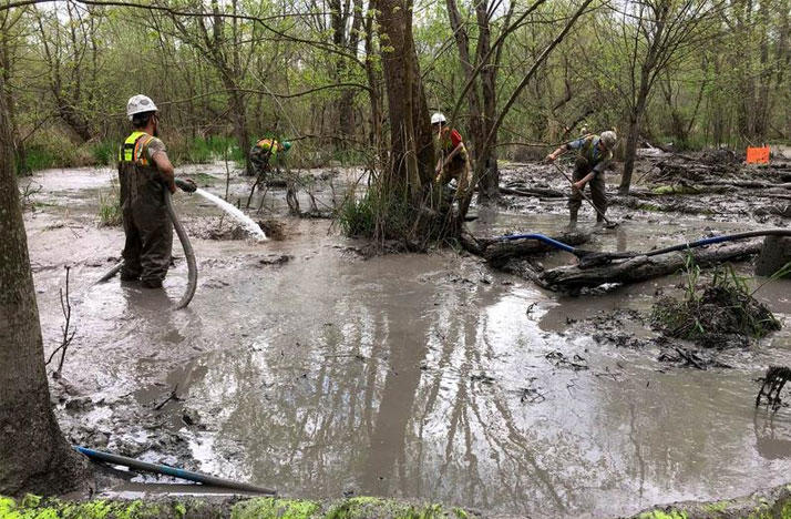 Crews cleanup a spill from the Rover Pipeline near the Tuscrawas River in southern Stark County