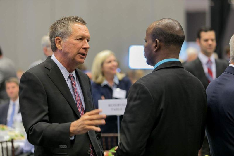 Governor John Kasich meets with SomaliCAN director Jibril Mohamed at the U.S. Global Leadership Coalition in September 2016.