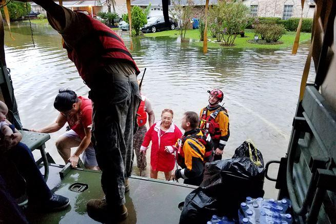 Texas Army National Guardsmen assisting residents affected by Hurricane Harvey