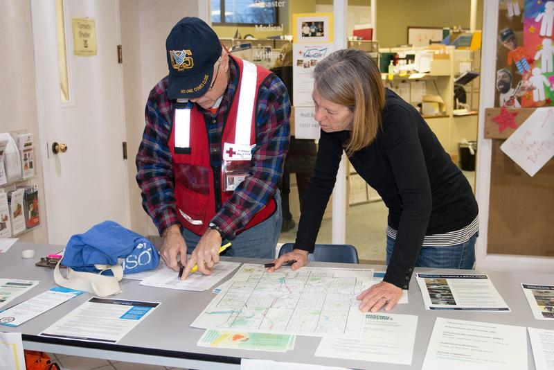 Red Cross volunteers plan to deliver drinking water to Flint residents.