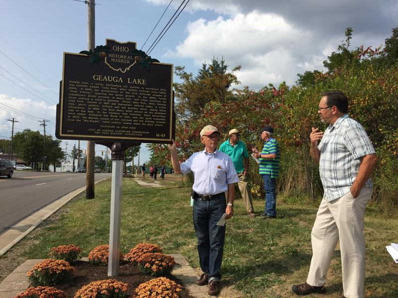 Dale Van Voorhis (left) was part of the group that bought Geauga Lake in 1969 and ran it for the next 26 years. Jeff Clark (right) from Aurora's Landmarks Commission helped unveil the plaque.