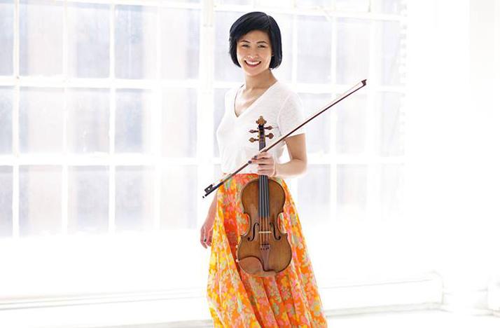 jennifer koh holding her violin
