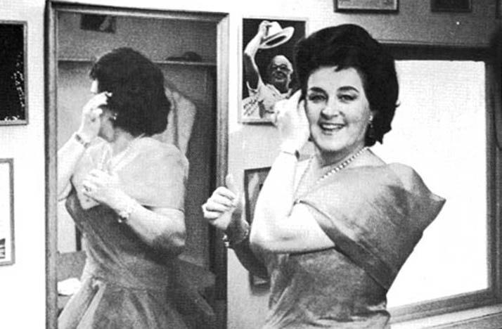 black-and-white photo of soprano Birgit Nilsson in front of a mirror