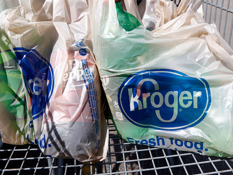 Kroger, the largest grocery chain in the country, will phase out the use of plastic bags in its stores by 2025.