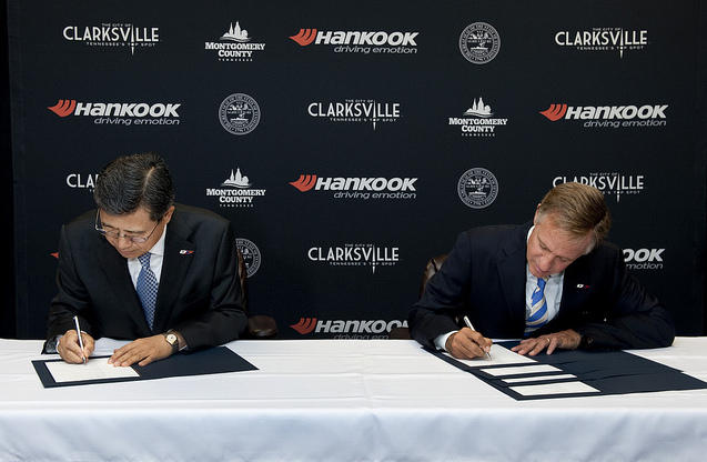 Hankook Tire CEO Seung Hwa Suh, left, and Gov. Bill Halsam announced Hankook's new plant in Clarksville in October 2013.
