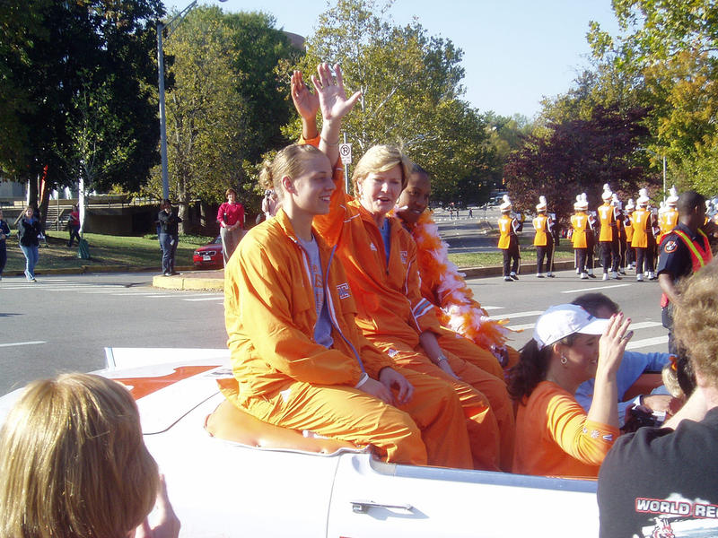 Pat Summitt waves to the crowd during a parade in 2007.