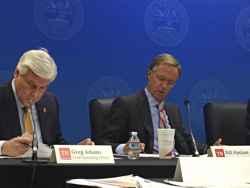 Gov. Bill Haslam takes notes during the higher education commission's budget hearing.