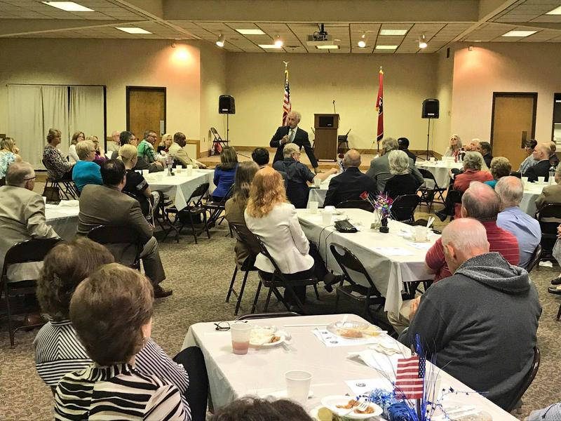 Sen. Bob Corker speaks to constituents in Dickson County at a Reagan Day dinner.