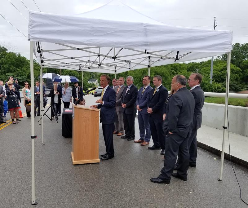 Gov. Bill Haslam touts the benefits of his transportation plan at a press conference on the Acklen Avenue overpass across I-440.
