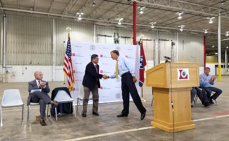 Gov. Bill Haslam shakes hands with Minth COO Jimmy Chen during a ceremony in Lewisburg.