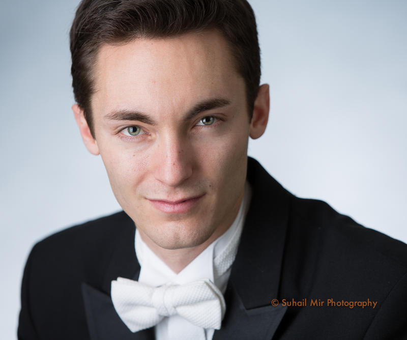 Enrico Lopez-Yañez studied trumpet at UCLA before pursuing a career in conducting.