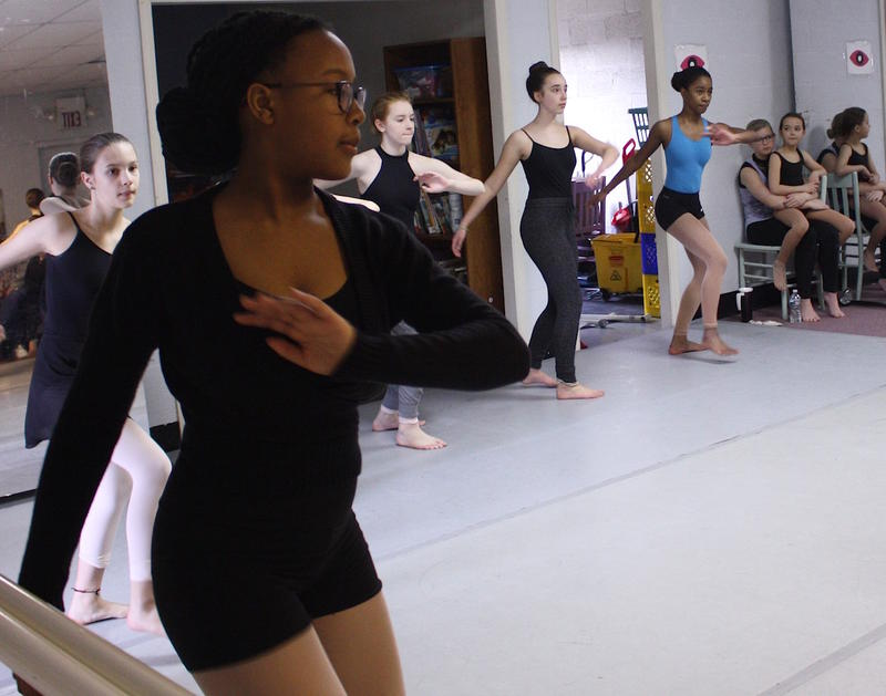 Alade McClendon (left) rehearses with Rejoice, a youth ballet company in Nashville.