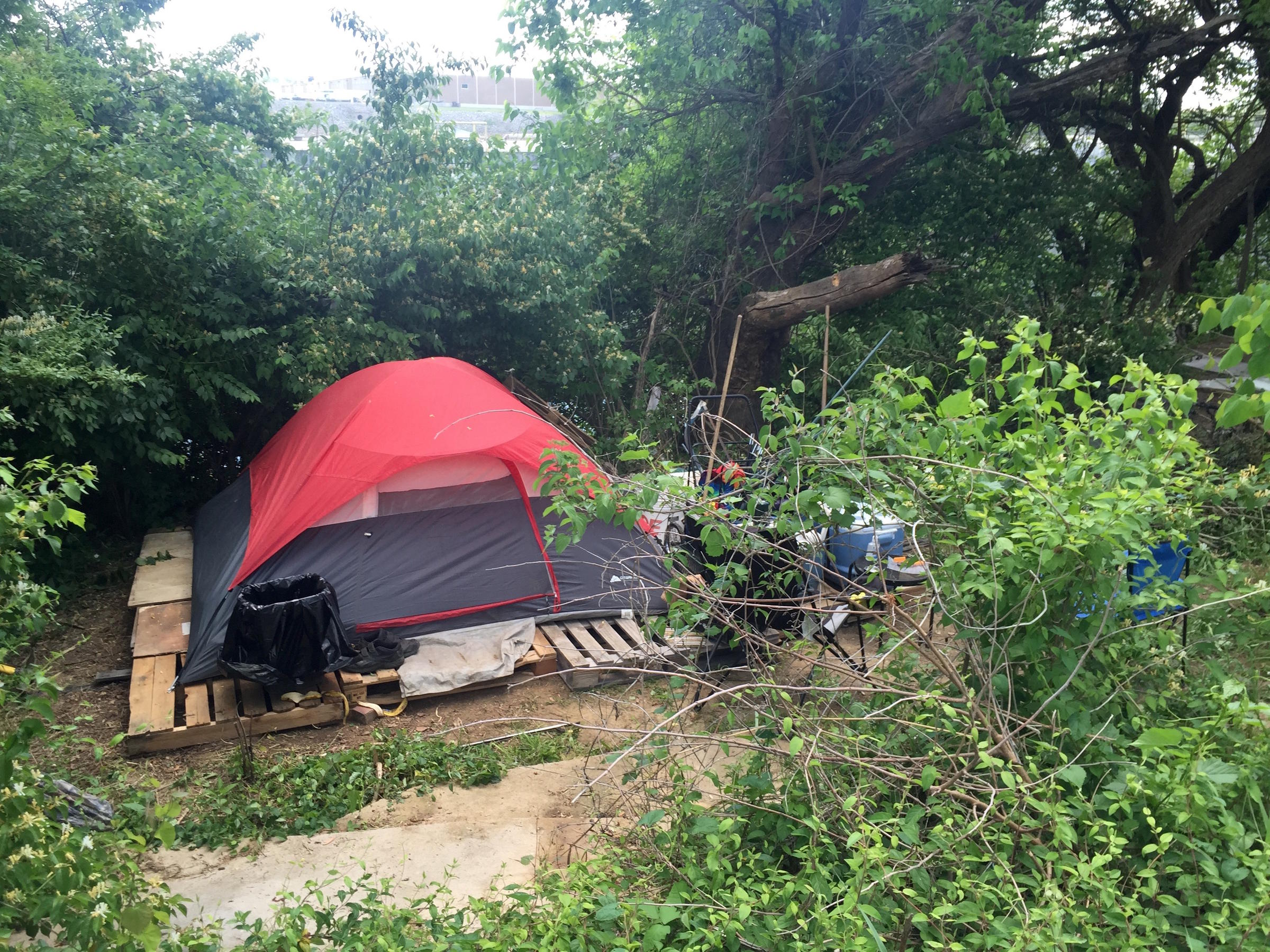 Tents have congregated in several stretches along the Cumberland River in Nashville. & Nashvilleu0027s Homeless Scatter While A Task Force Slowly Crafts New ...