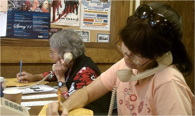 Martha Pheneger and Dee Brewer help answer phones.