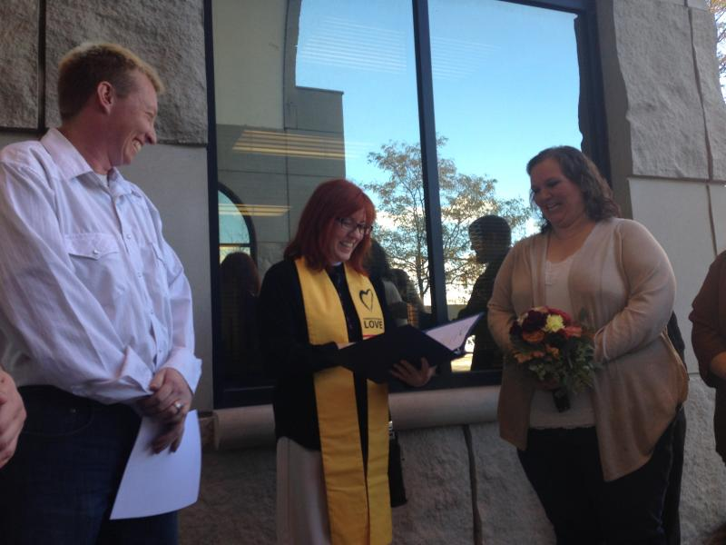AJ McDaniel and Jennifer Mumaugh tie the knot in a ceremony outside of the courthouse. Unitarian Universalit minister Audette Fulbright officiates.