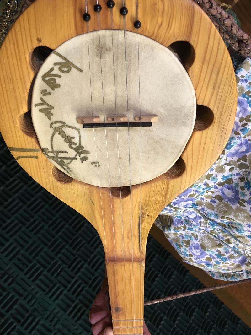 Dwight Yoakum's signature on Miss V's banjo.