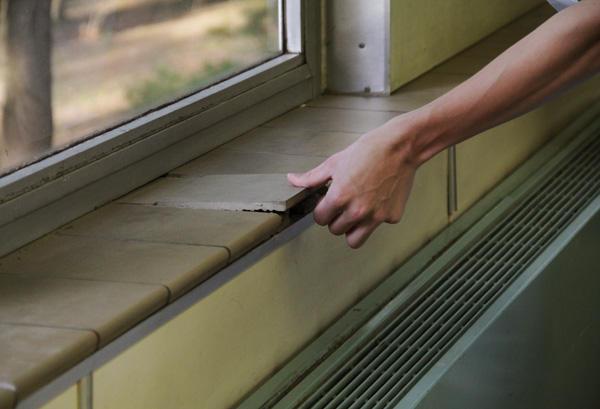 Loose Windowsill