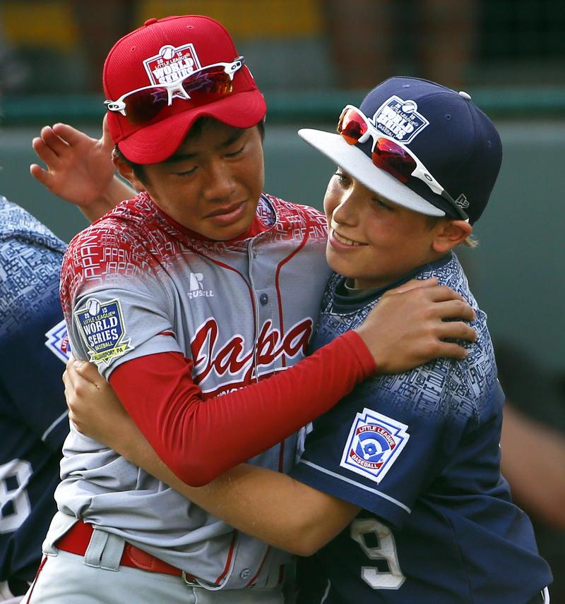 Baseball players hugging