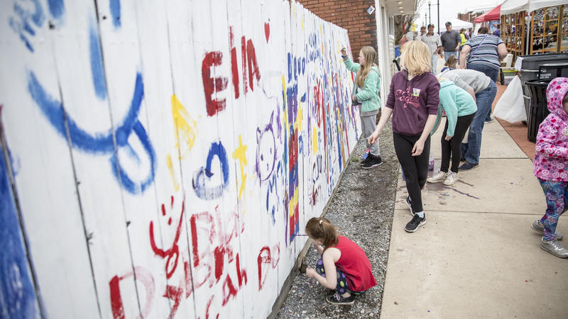 An Altoona community project, StART Here, aims to support and promote local art. Kids participated in painting a fence as part of the event.