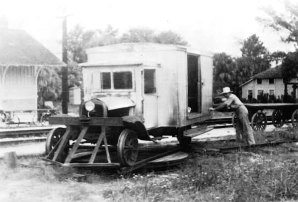 Undated photo shows 'motor passenger, baggage, mail railroad vehicle' in Fellsmere.