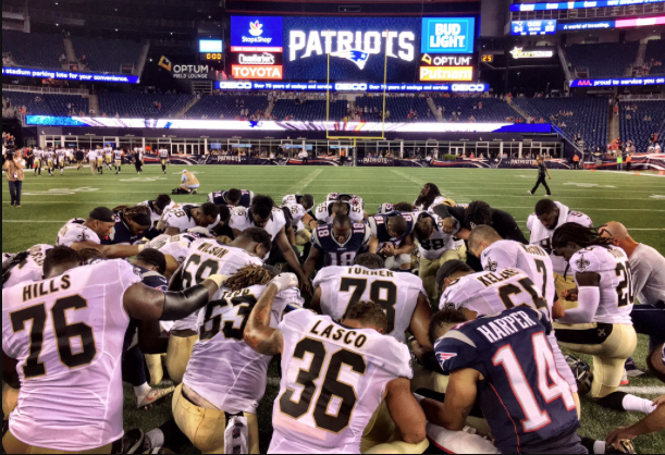 New Orleans Saints kneel to pray before game, August 11, 2016