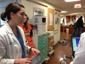 Anne Kuritzky, 3rd year resident, begins morning rounds.
