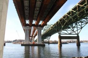 Sakonnet River bridge under construction