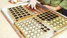 Making chocolates at Jennifer's Chocolates.