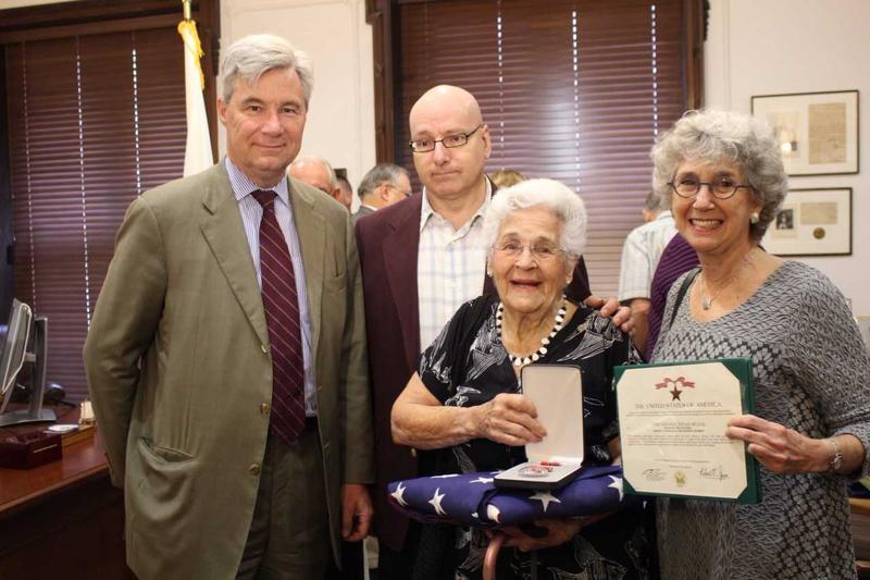 (L-R) Sen. Sheldon Whitehouse, son Steven Feldman, widow Barbara Feldman, niece Gillian Rogell.