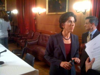 Treasurer Gina Raimondo lays out her pension bill to lawmakers