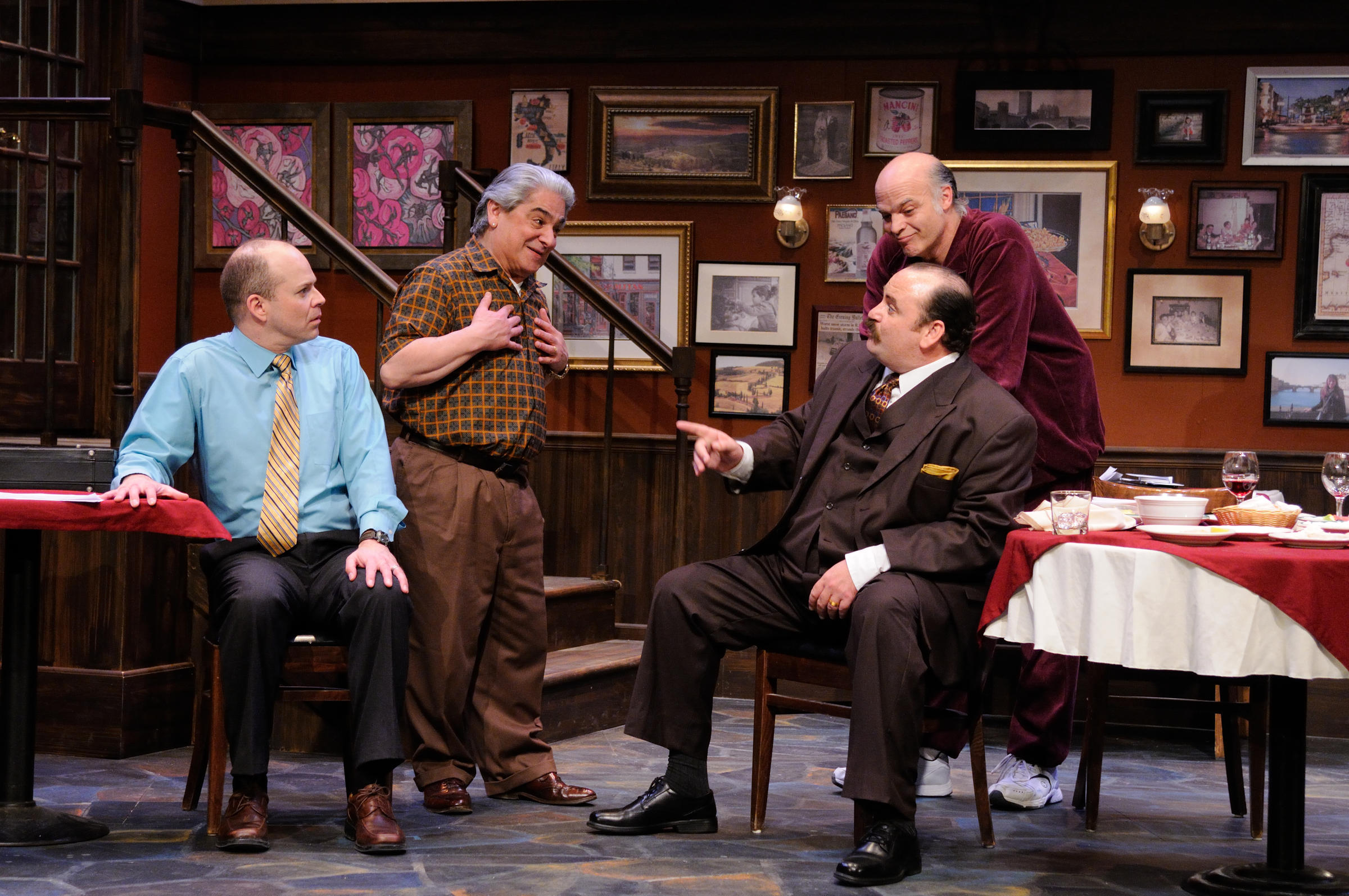 Review mob farce 39 breaking legs 39 works in spite of itself for Farcical comedy plays