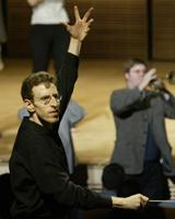 Alan Pierson conducts the new music band Alarm Will Sound