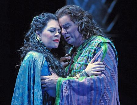 Aida (Sondra Radvanovsky) and Radmes (Marcello Giordani) embrace in Lyric Opera of Chicago's AIDA.