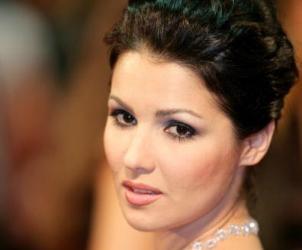Soprano Anna Netrebko sings Adina