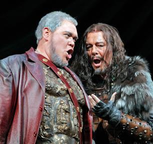 Baritone Quinn Kelsey sings Ezio; Bass Ferruccio Furlanetto sings Attila.