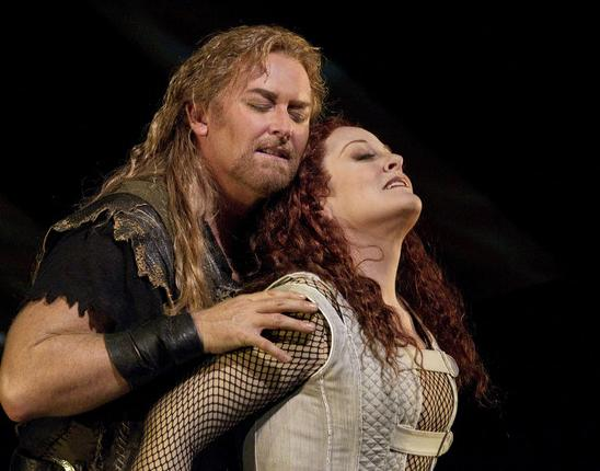 Tenor Jay Hunter Morris sings the title role, and soprano Deborah Voigt sings Brunnhilde in Richard Wagner's SIEGFRIED.