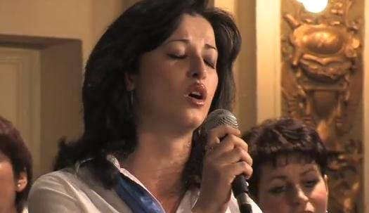 Soloist Svetlana Kundish performs with the Vienna Jewish Choir.