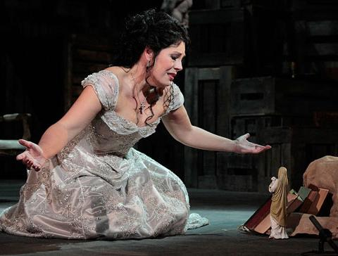 Soprano Sondra Radvanovsky sings the title role.