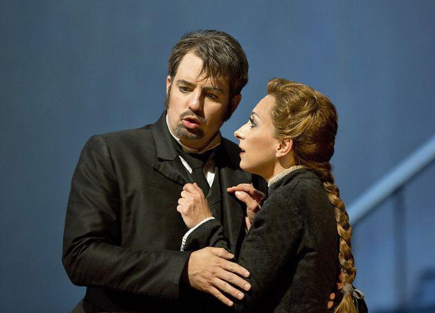 Matthew Polenzani (left) as Hoffmann and Natalie Dessay as doomed singer Antonia.