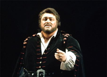 Tenor Luciano Pavarotti sings Rodolfo in Verdi's LUISA MILLER