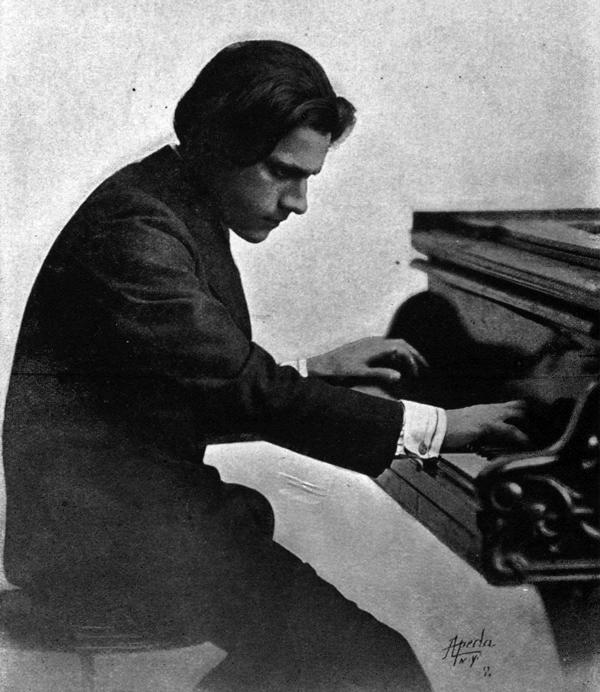 Composer and pianist Leo Ornstein in 1914