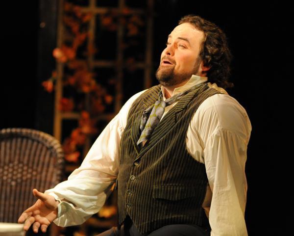 Tenor William Davenport sings Alfredo