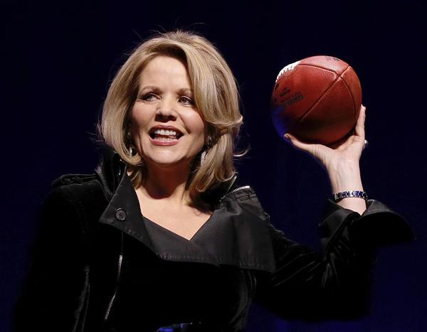 Soprano Renee Fleming scored a touchdown in her pre-Super Bowl performance of The Star-Spangled Banner.